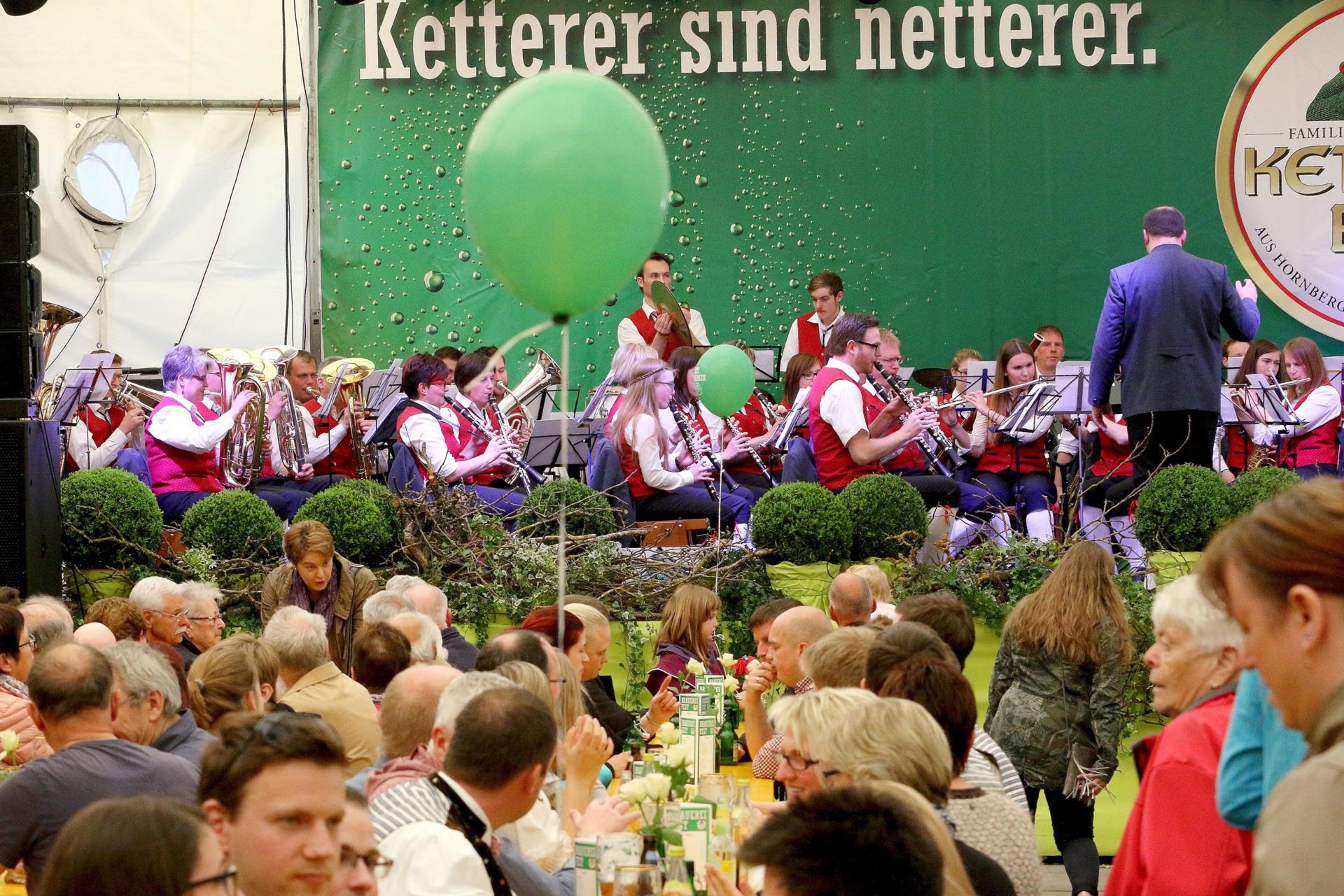Im Festzelt spielten die Stadtkapelle Hornberg, der Musikverein Wittelbach, der Musikverein Harmonie Sulzbach (s. Foto) und zum Abschluss die Trachtenkapelle Kinzigtal aus Halbmeil.