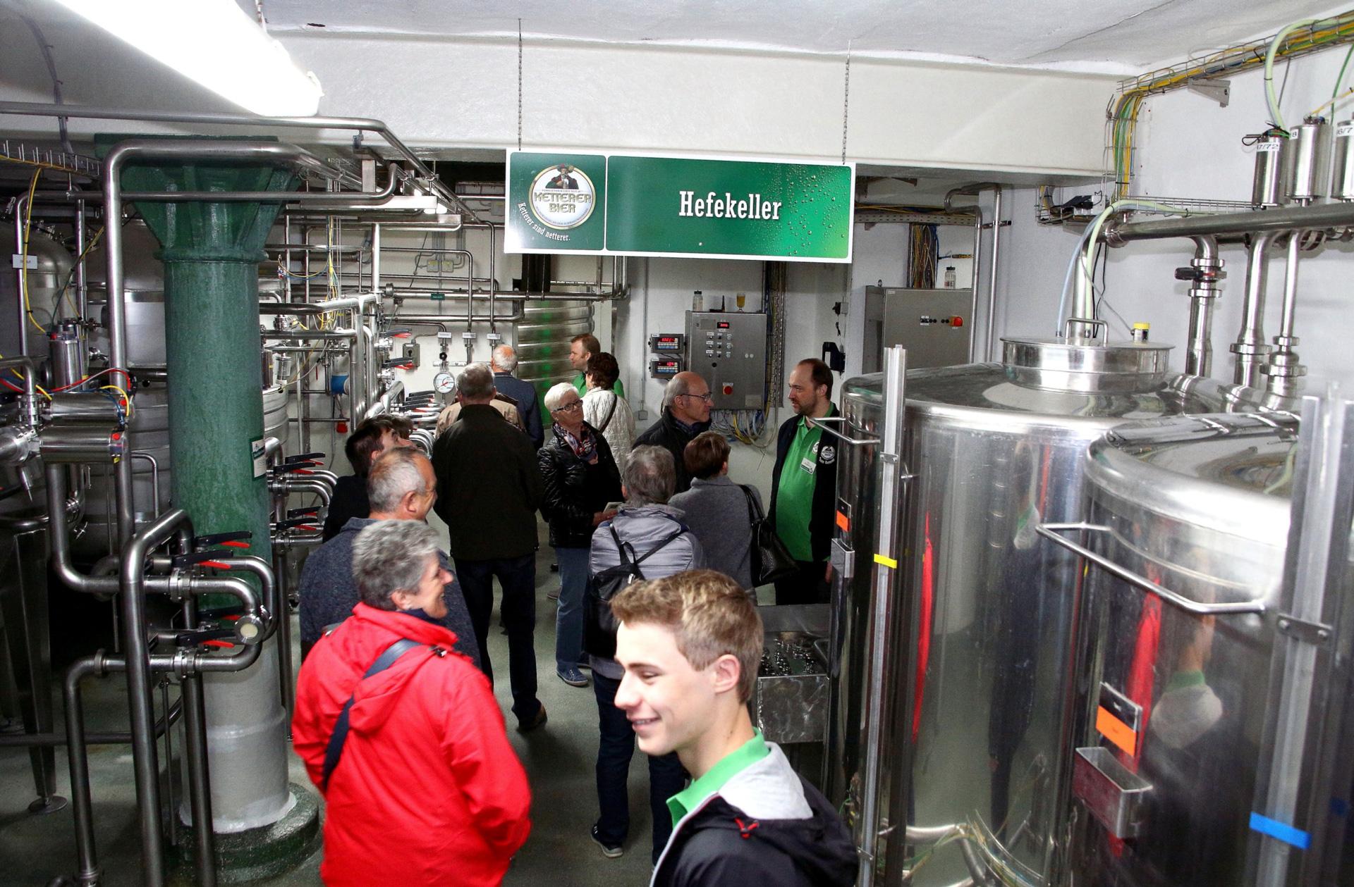 Im Hefekeller gab es spannende Informationen zum vierten Rohstoff beim Bierbrauen, der für die alkoholische Gärung verantwortlich ist.